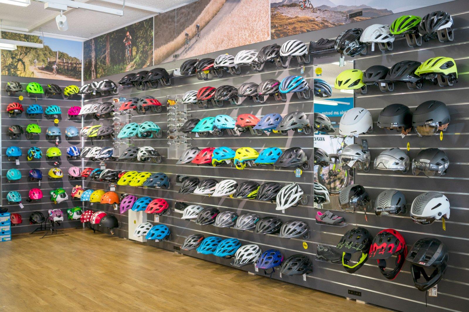 Bauer Sport Ausstellung Helme